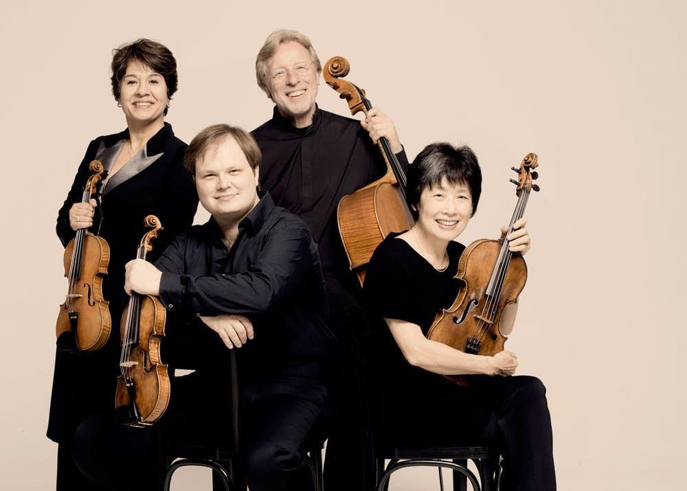 Nobuko Imai (r) with the Michaelangelo Quartet