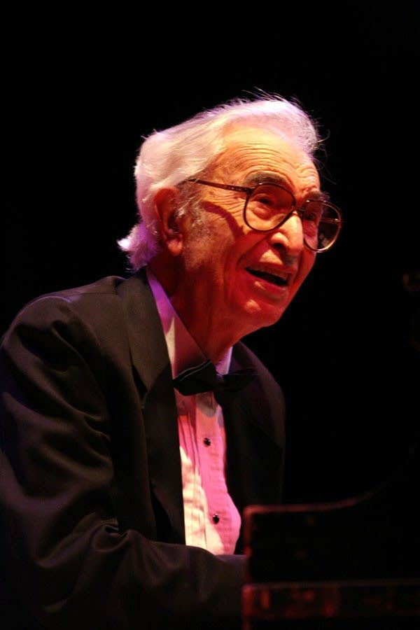 the performance style of dave brubeck Complete your the dave brubeck quartet record collection discover the dave brubeck quartet's full discography  style house 3,640,289  the dave brubeck .