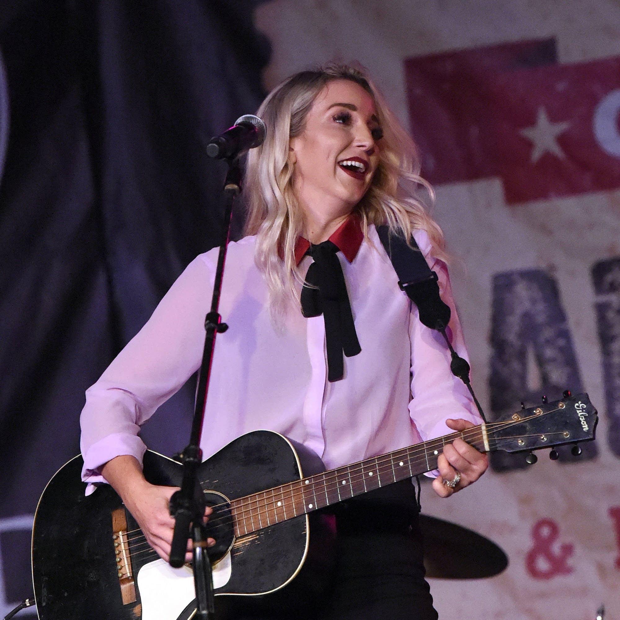 Ashley Monroe performing