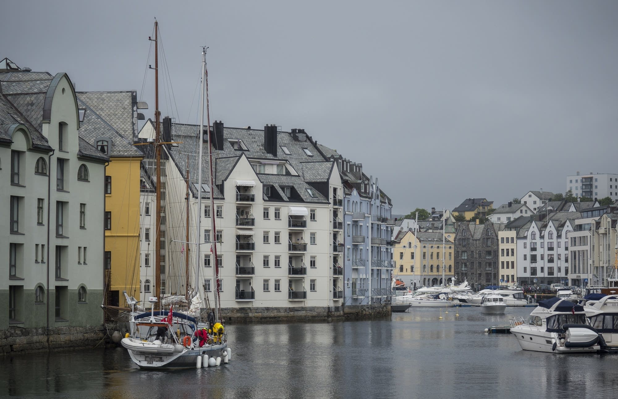 Alesund - 19 - boat and houses