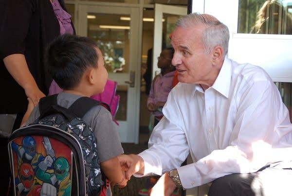 Gov. Mark Dayton greets kindergartner