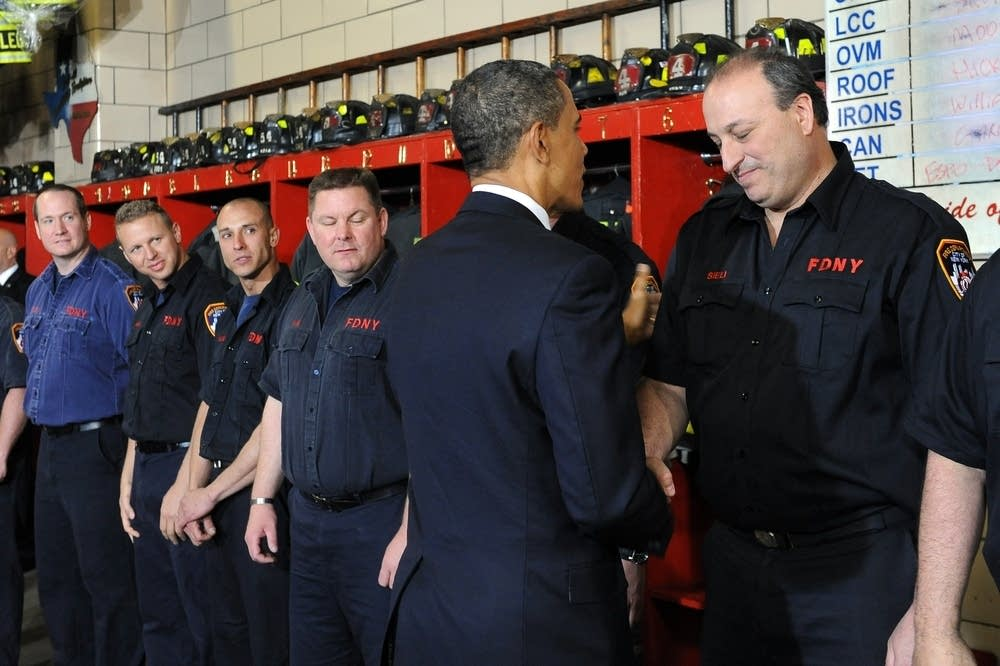 Obama meets with firefighters