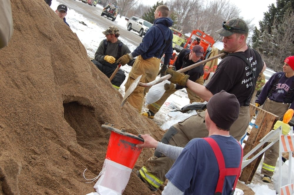 Sandbagging in Moorhead