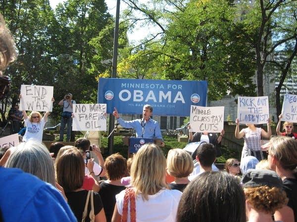 Mayor R.T. Rybak of Minneapolis at an Obama rally