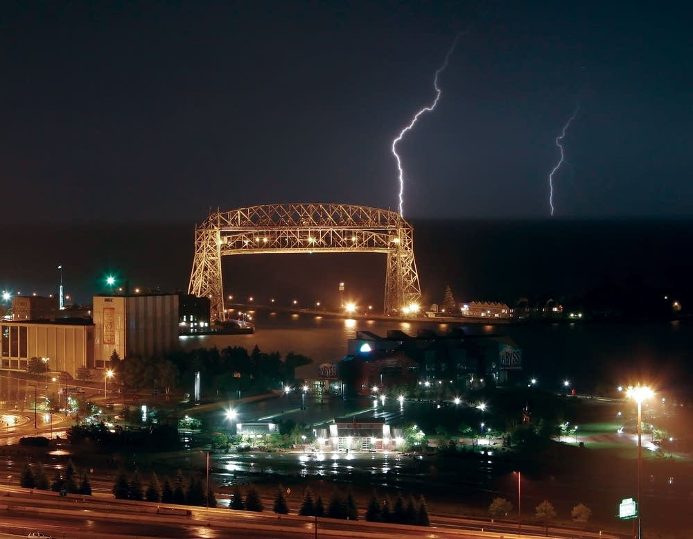 Duluth's aerial bridge