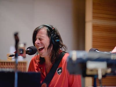 88043b 20160922 the posies perform in the current studio 09