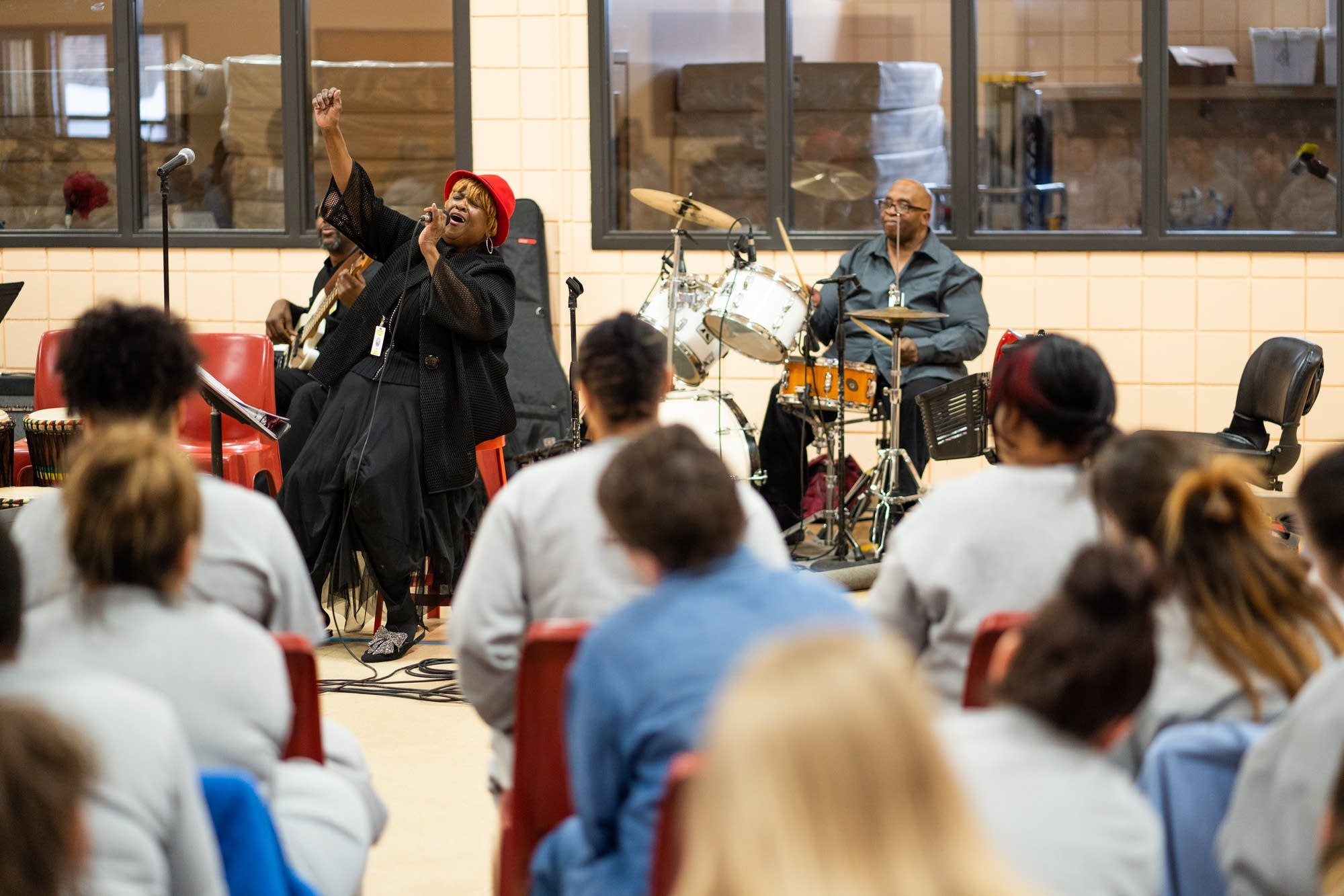 Minneapolis based singer Gwen Matthews performs for inmates.