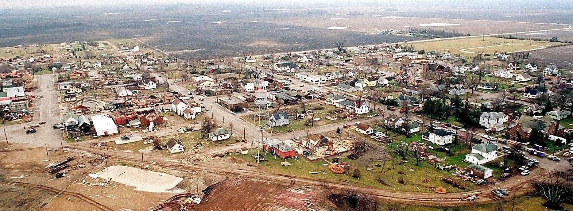 A March 30, 1998 aerial view of Comfrey, Minn.