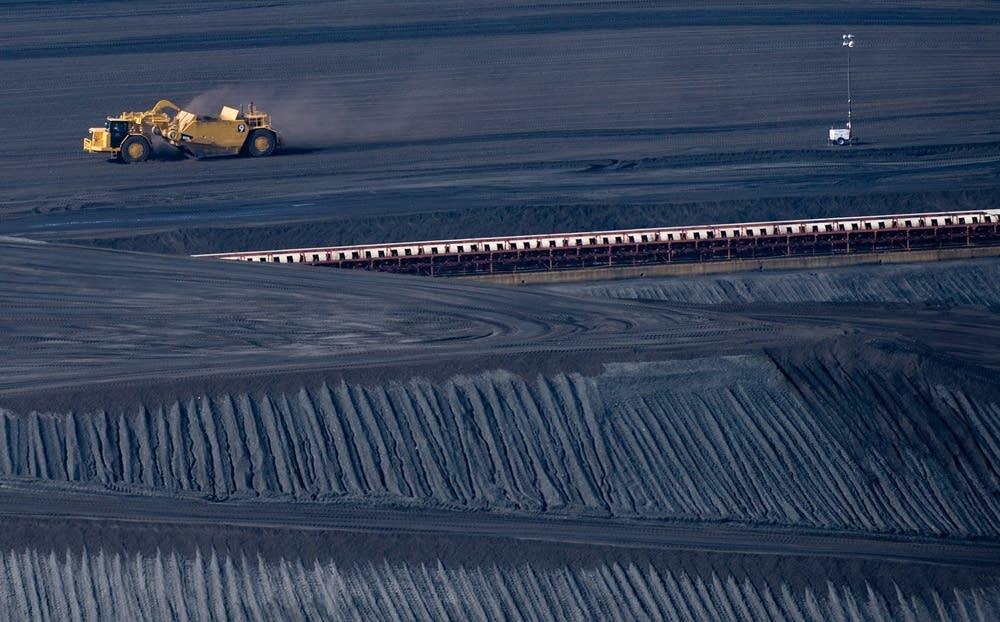 A coal scraper machine
