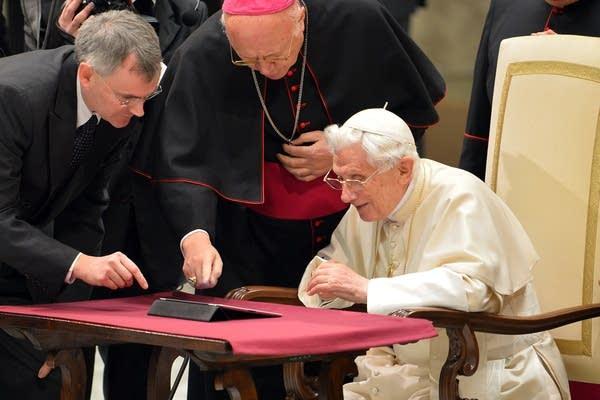 Tweeting pope