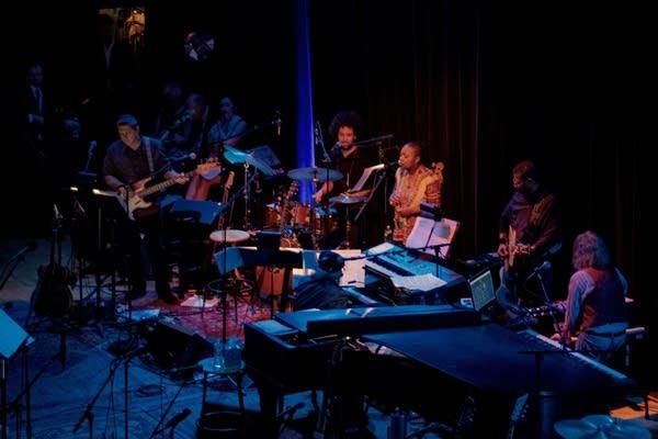 """Meshell Ndegeocello performs """"Tender Love"""""""