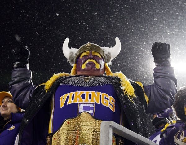 Vikings fans cheer
