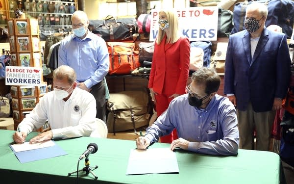 Duluth Pack's Mark Oestreich,Tom Sega sign the Pledge to America's Workers
