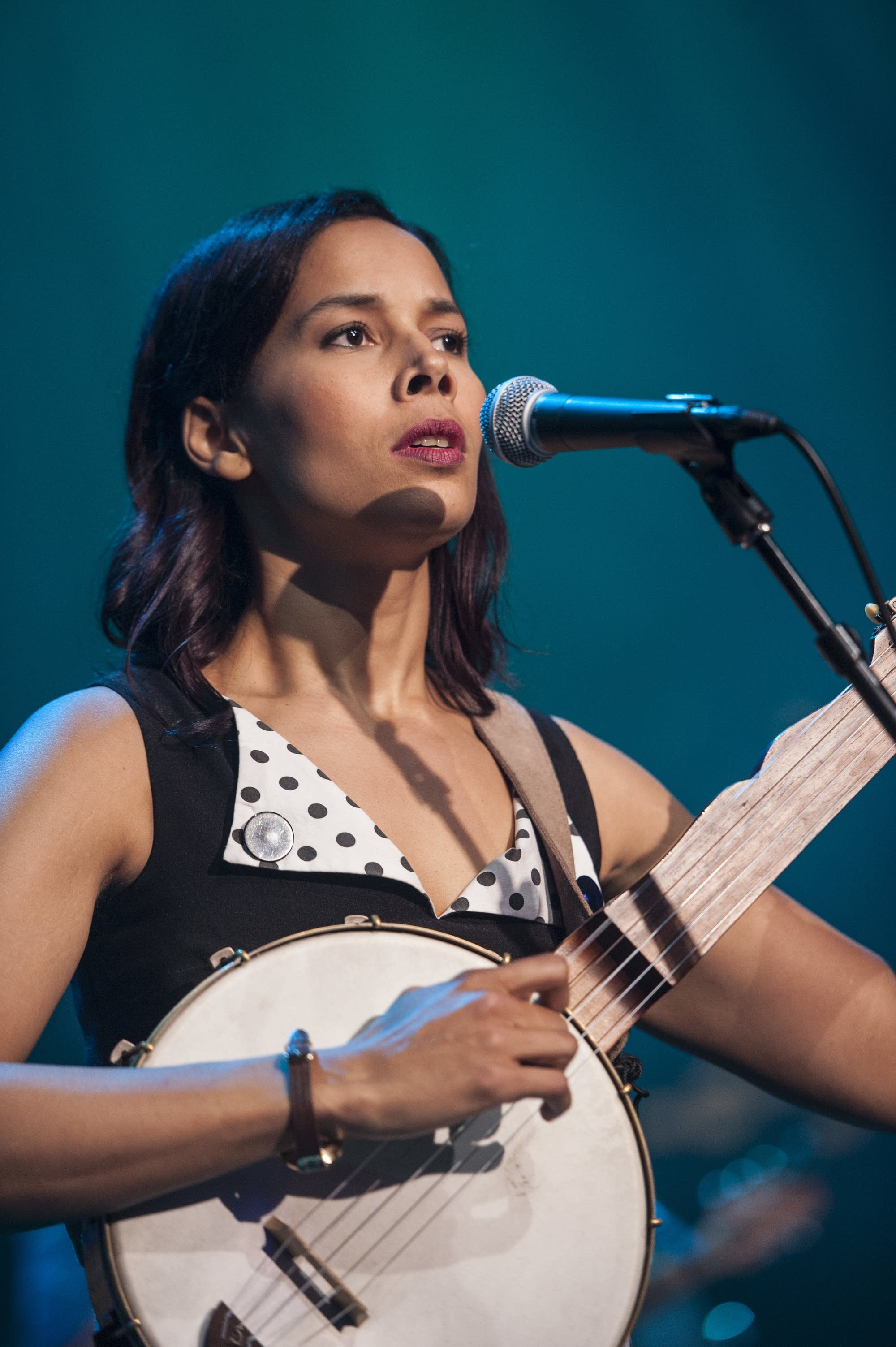 Rhiannon Giddens performs on 'Austin City Limits'