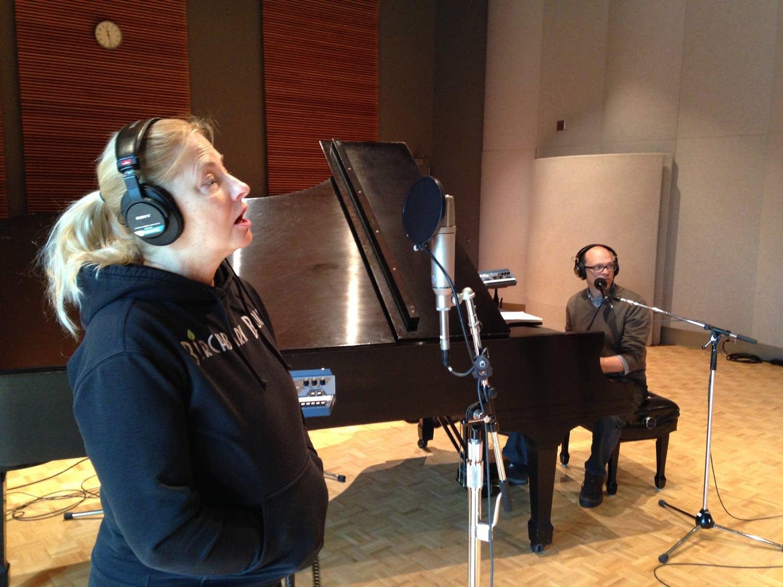 Dan Chouinard and Prudence Johnson perform