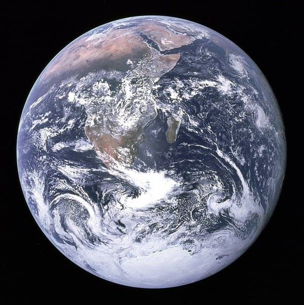 Blue Marble 800px-The_Earth_seen_from_Apollo_17