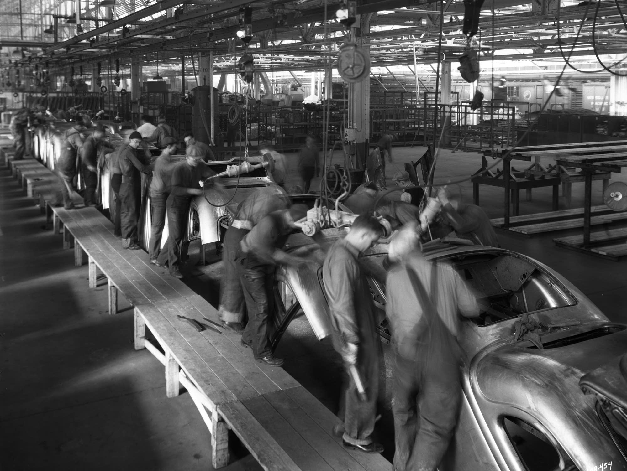 Workers on Ford assembly line in St. Paul, 1935