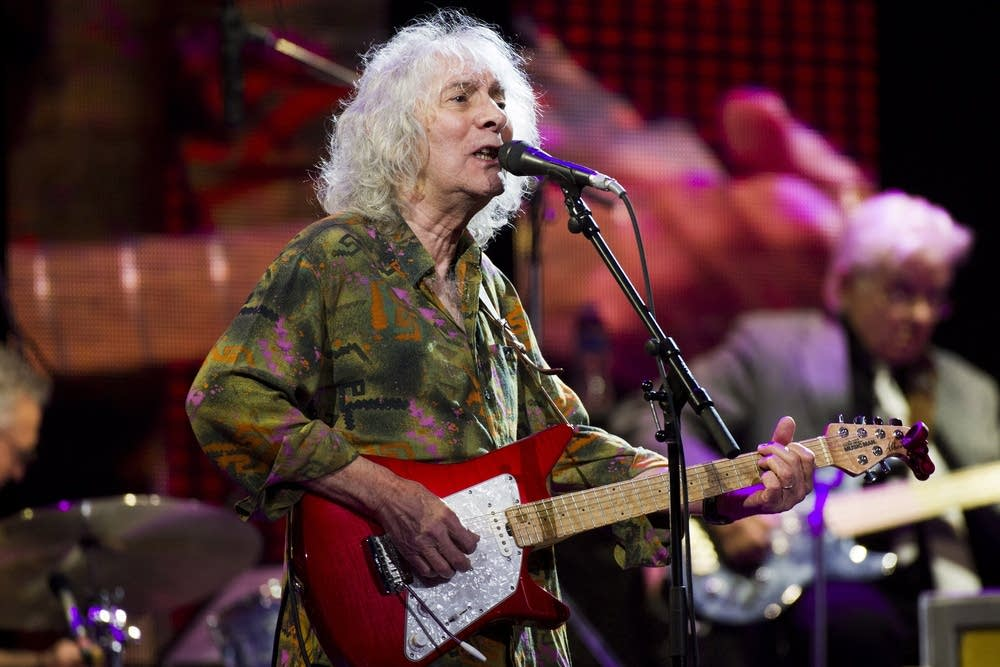 39 greatest guitarist 39 albert lee on 50 years in music mpr news. Black Bedroom Furniture Sets. Home Design Ideas