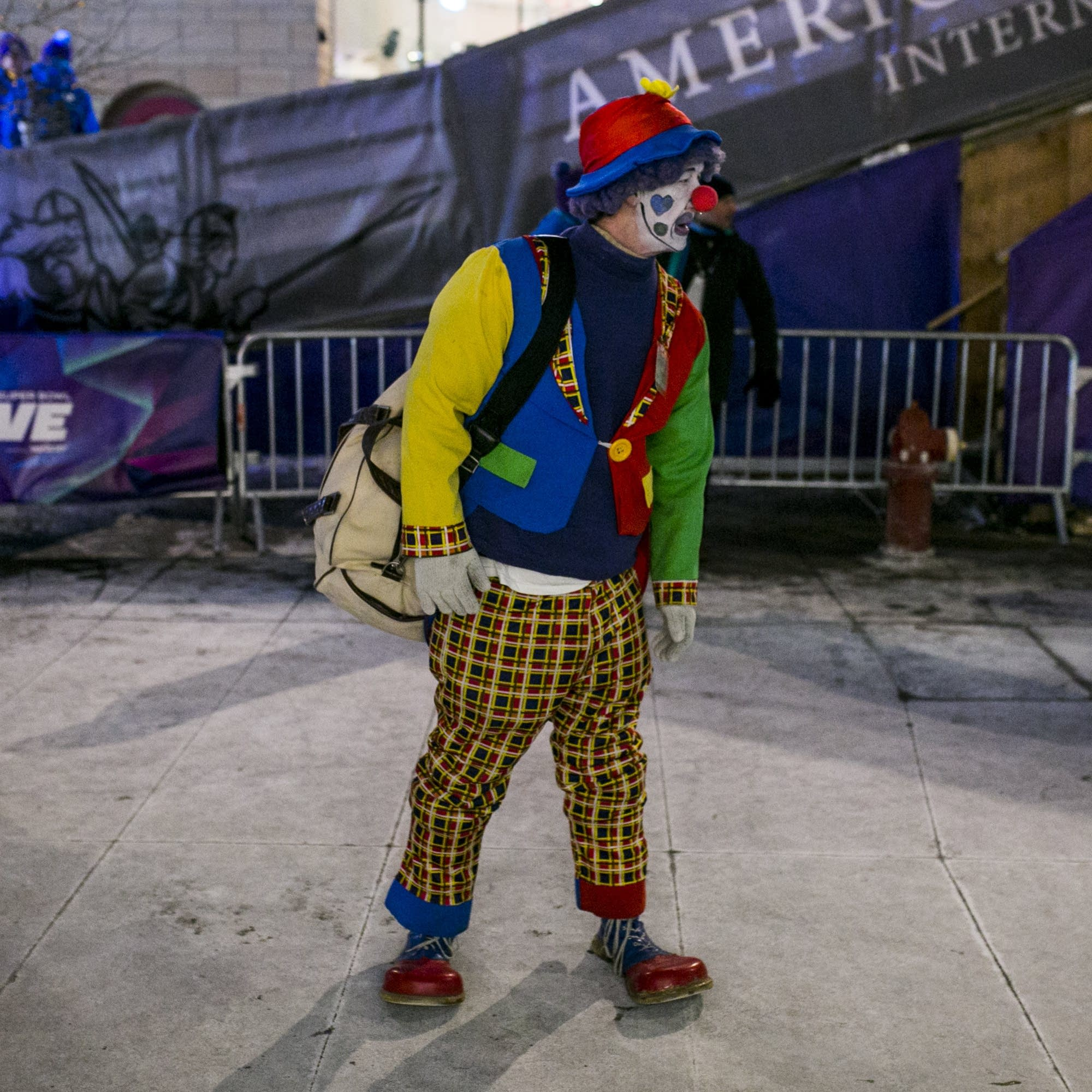 A clown stands on Nicollet Mall