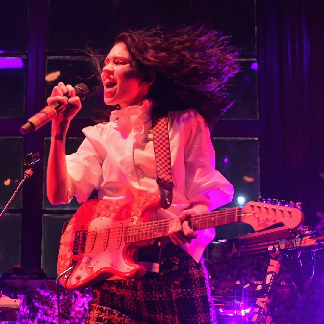Grimes performs in Los Angeles-01