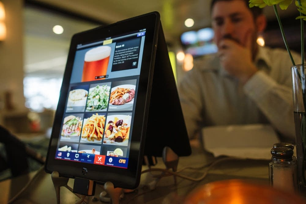Appetites: iPad ordering at MSP's Concourse G