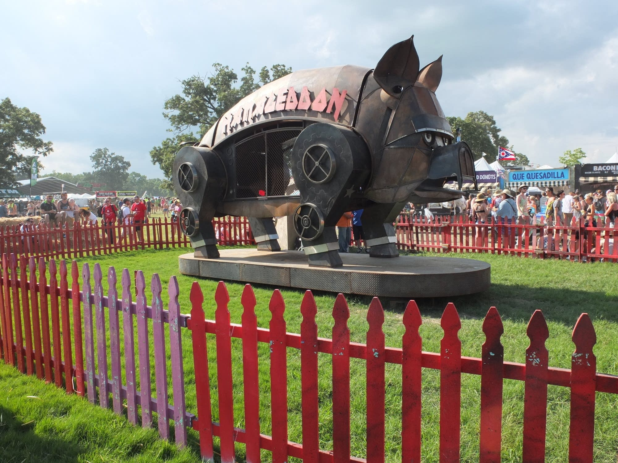 Metal pig sculpture at Bonnaroo