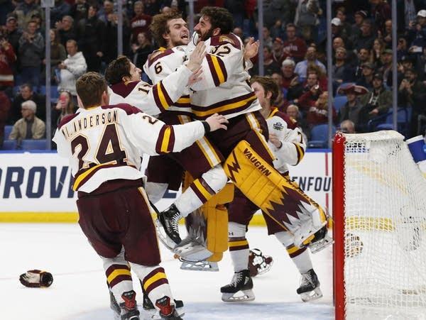 Minnesota Duluth players celebrate