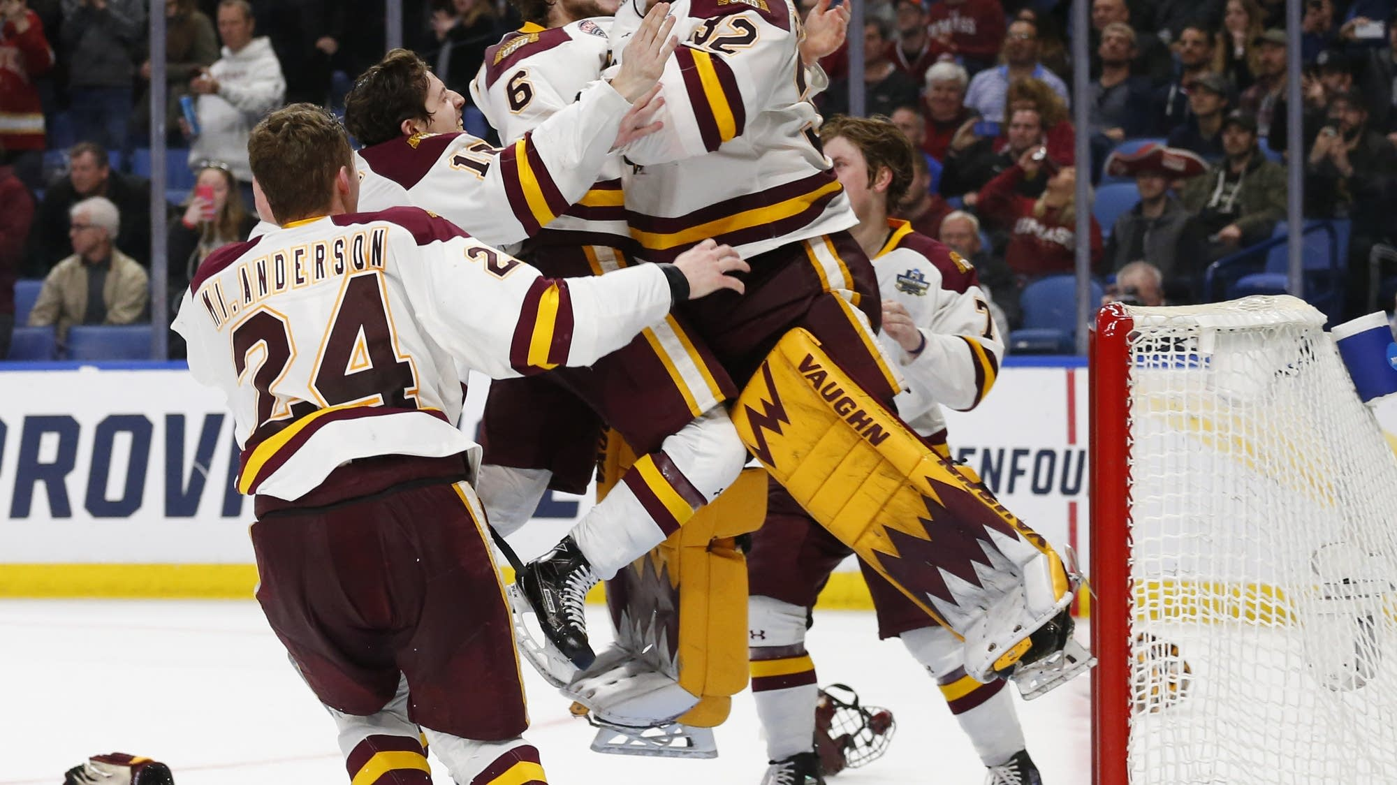 College Men S Hockey Minnesota Duluth Wins Second Straight Title