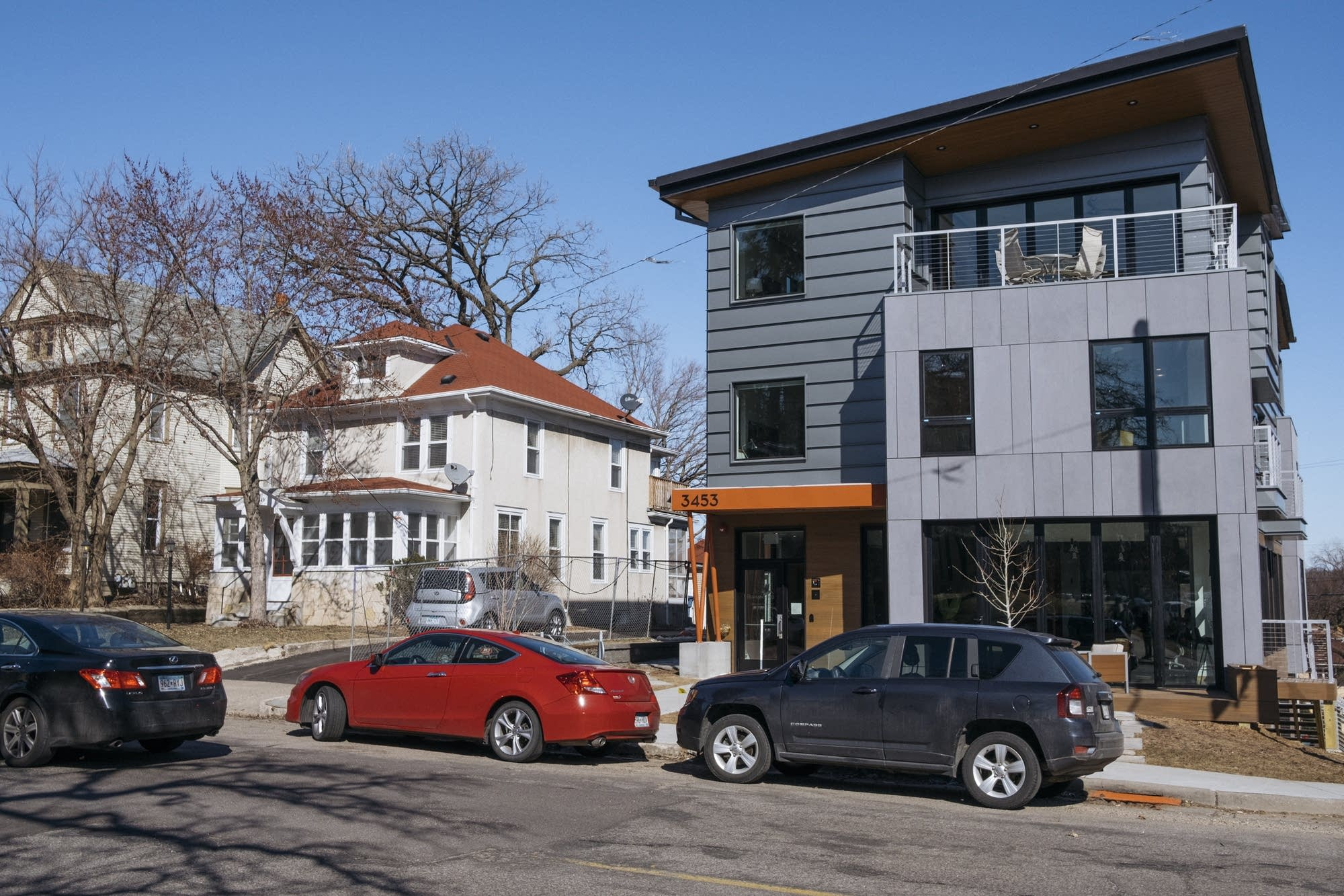 A combination office and apartment building sits on Hennepin Avenue.