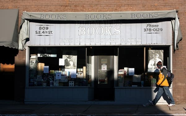 Longtime UofM bookstore closing