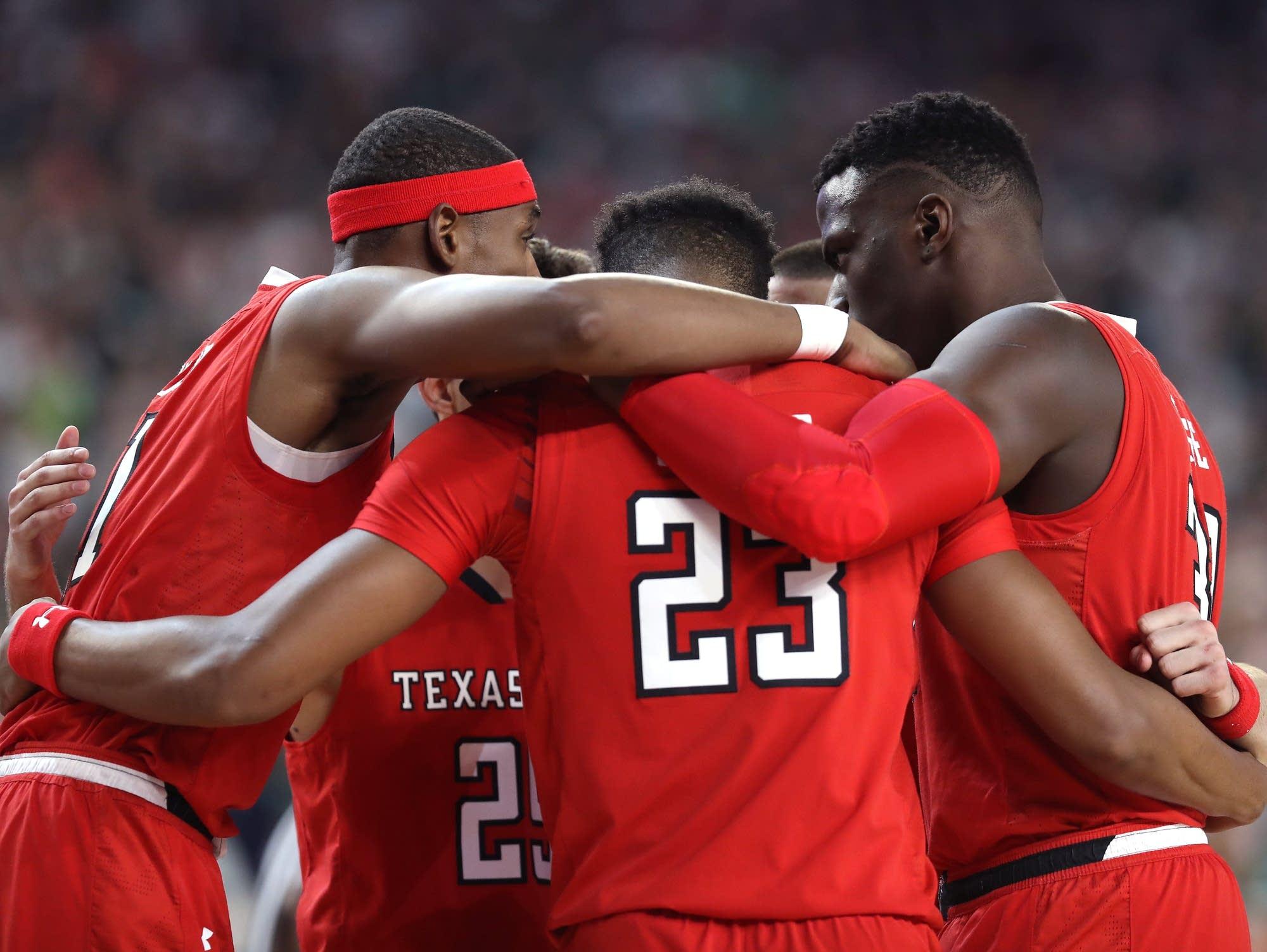 Texas Tech players huddle