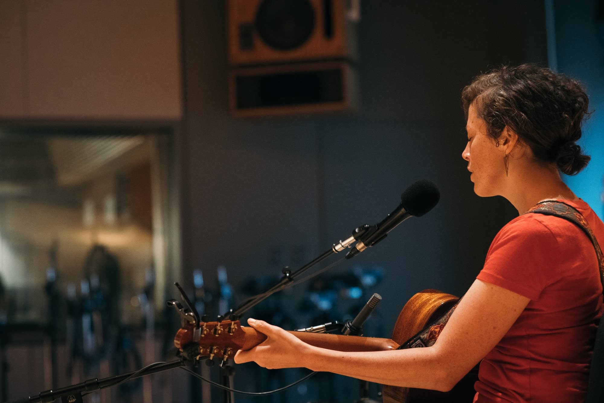 Rachael Kilgour performs at Radio Heartland