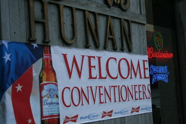 The Hunan restaurant makes convetioneers welcome