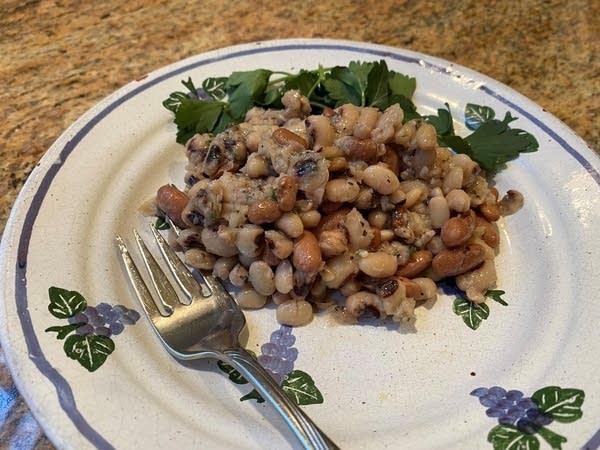 Greek many bean salad