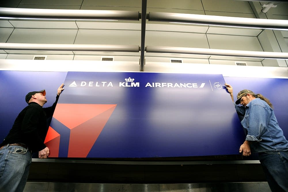 Hanging the new Delta signs