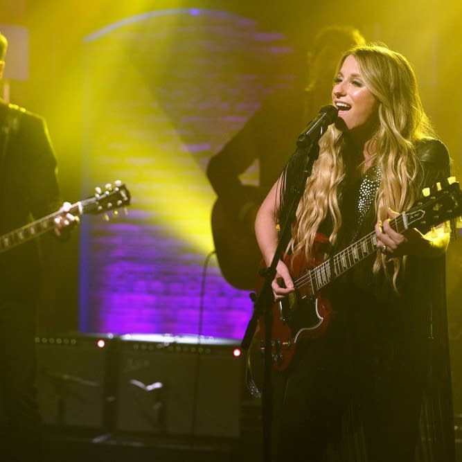 Caitlyn Smith performs on 'Late Night with Seth Meyers'