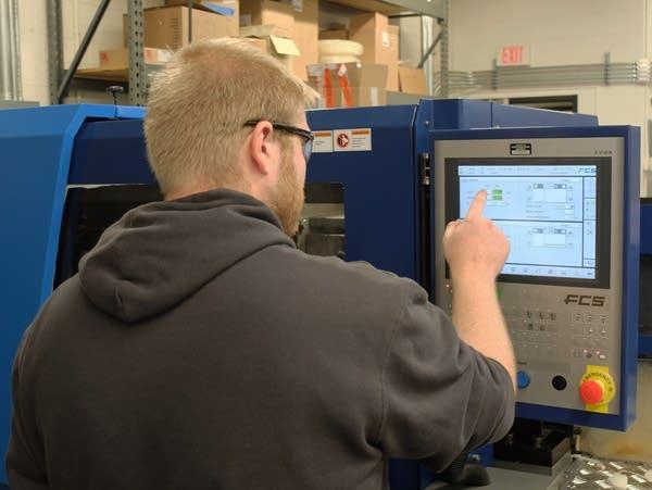 A man using a machine in a laboratory
