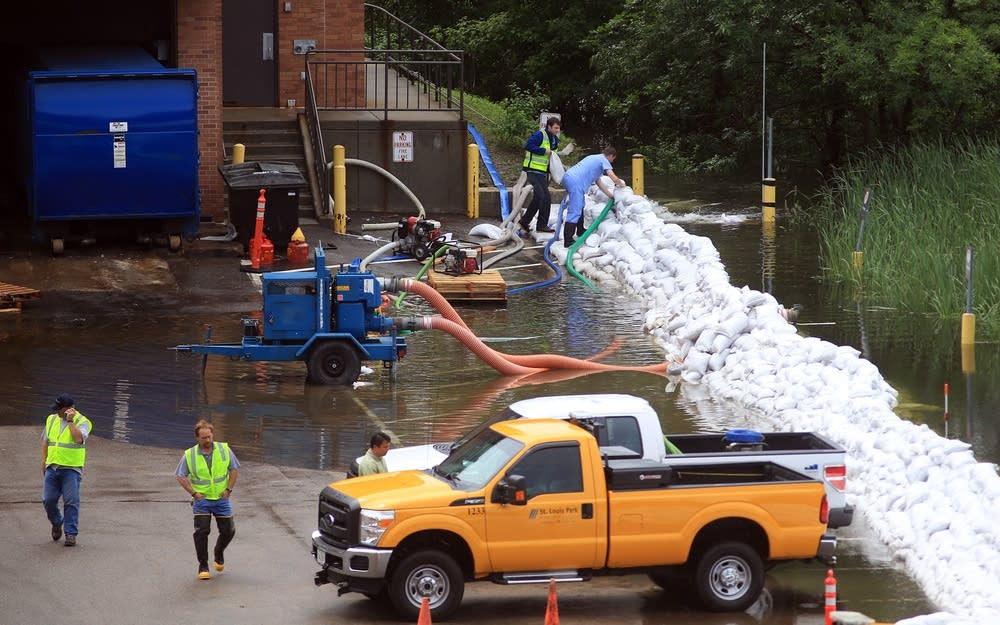 Sandbag dike at Methodist Hospital