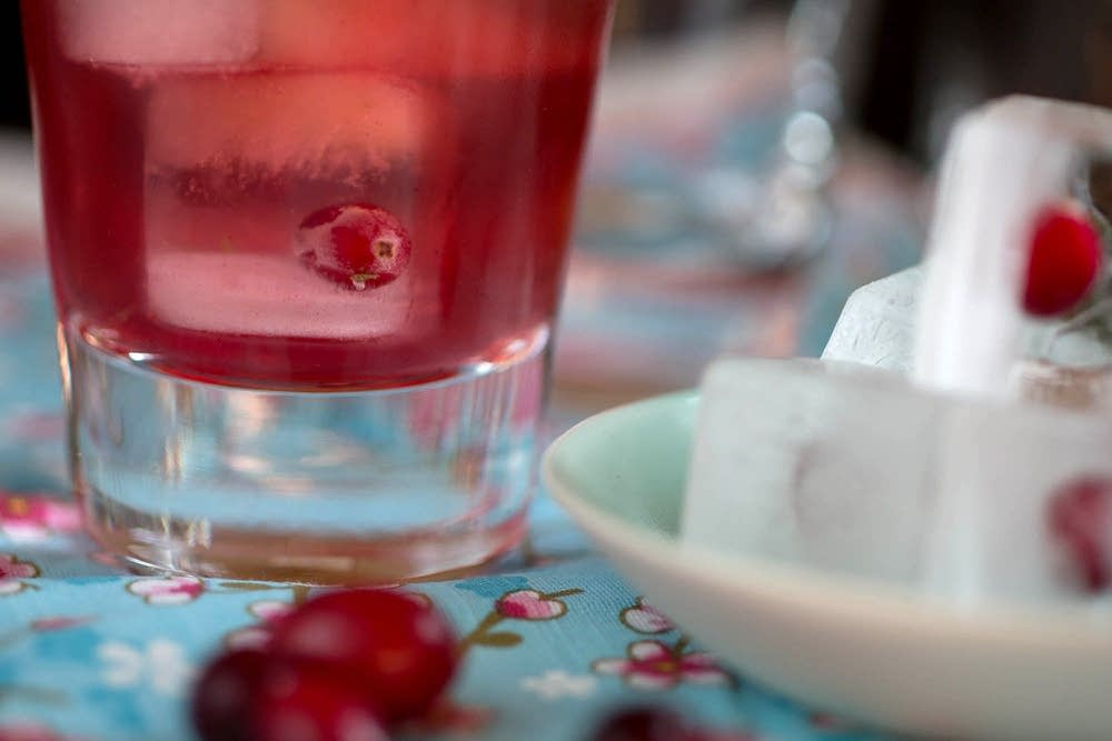Cranberry ice cubes