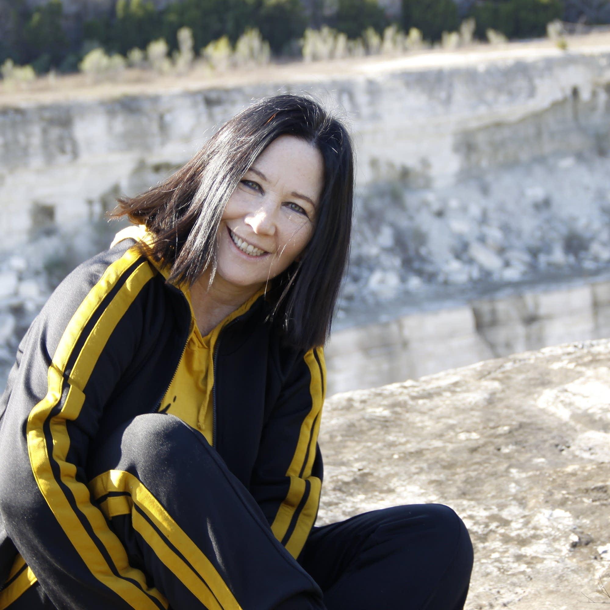 Kathy Valentine press photo