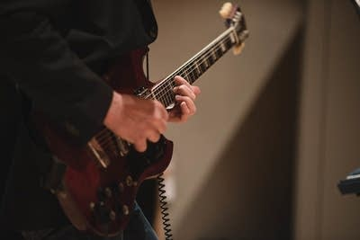 Fe1270 20140218 stephen malkmus in studio guitar