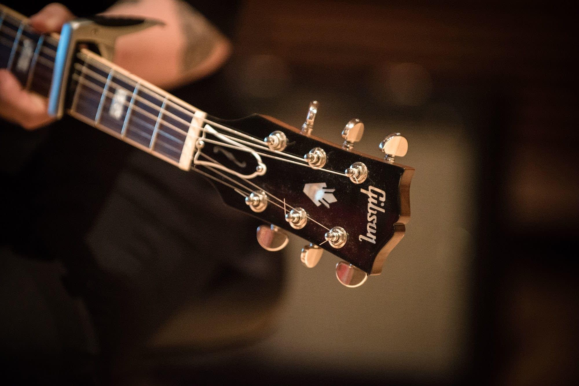 SOAK's Gibson ES-339 headstock