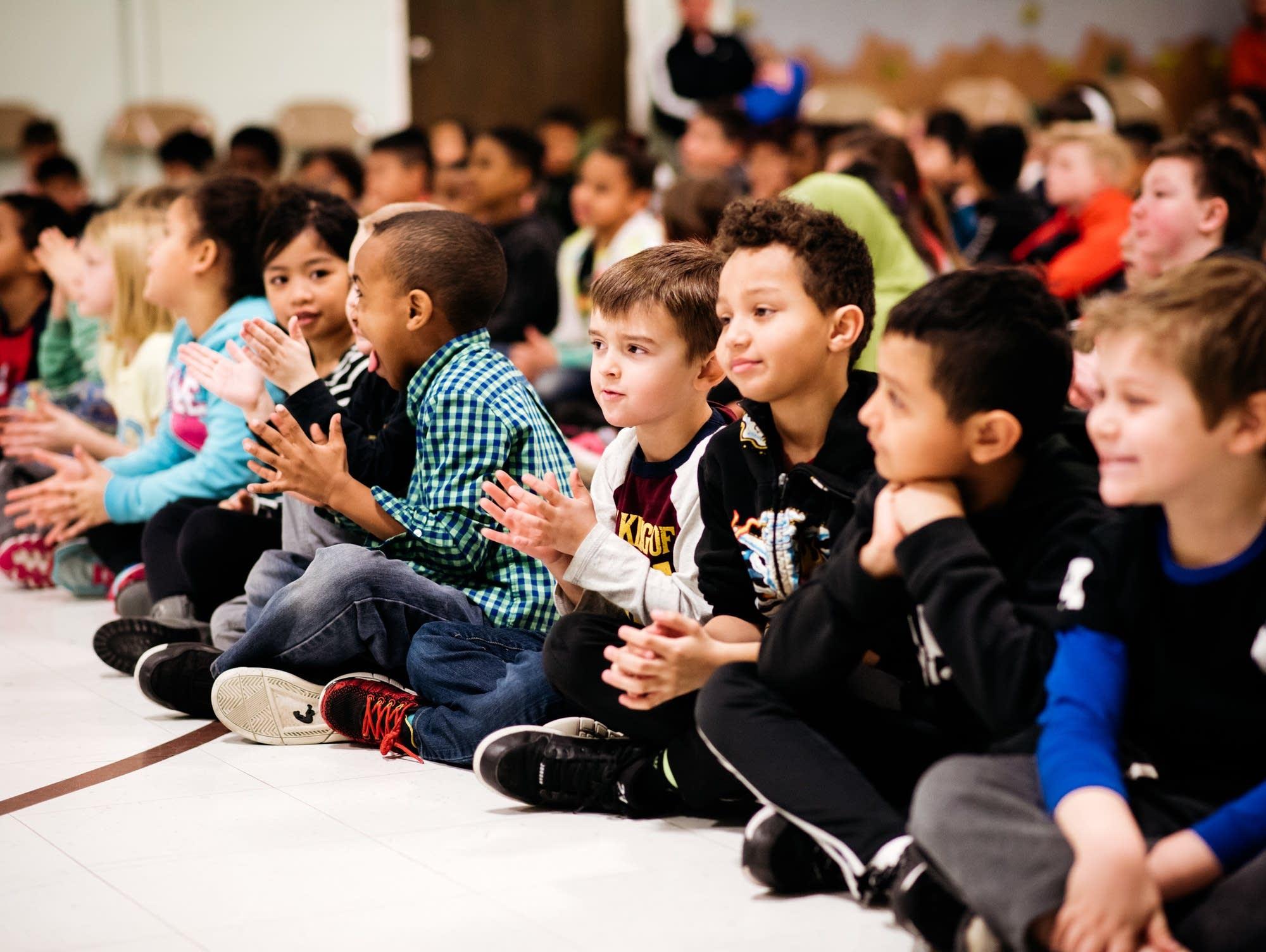kids applauding cedarwood oak grove