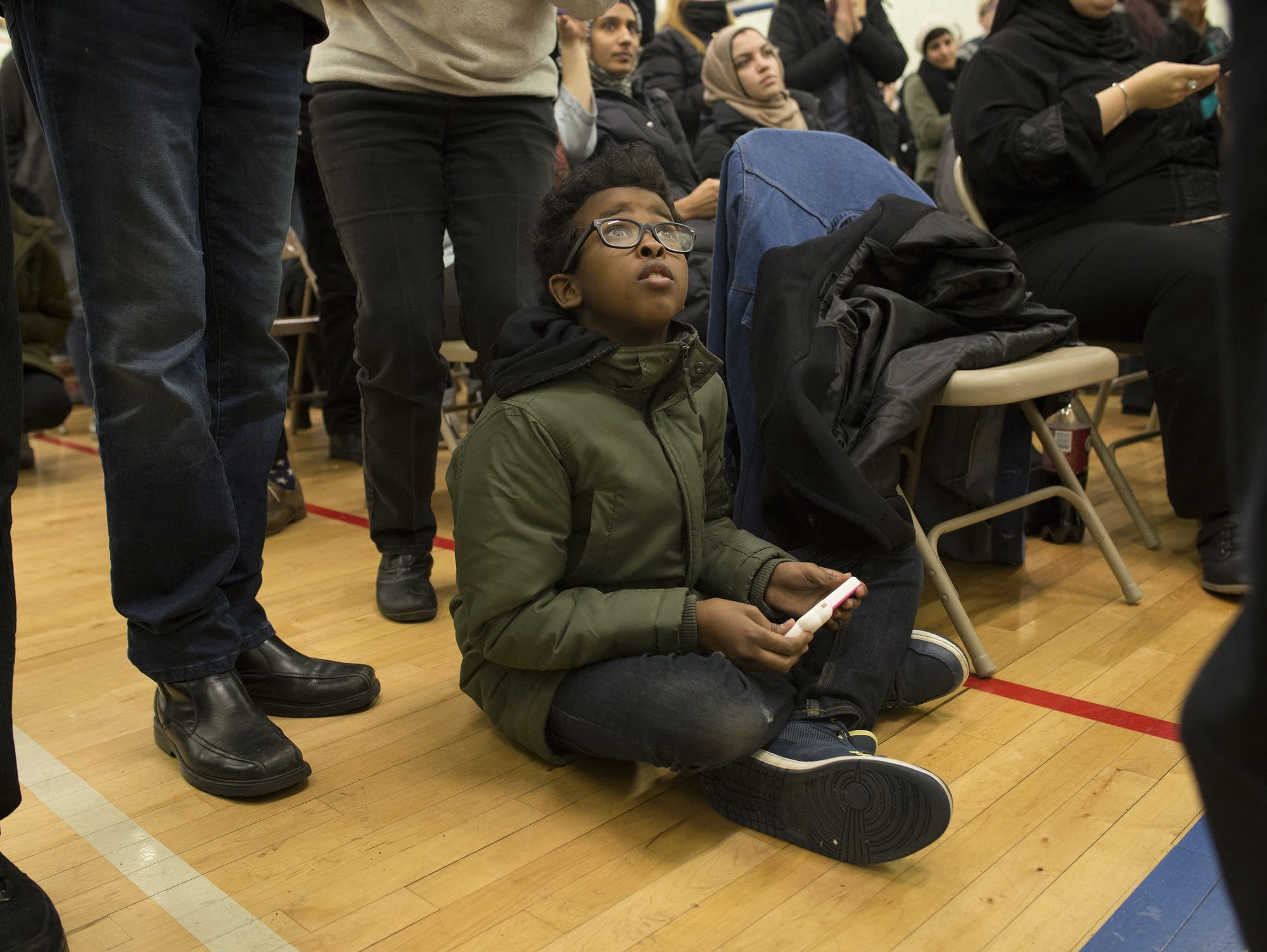 Ahmed Hirsi watches from the floor.