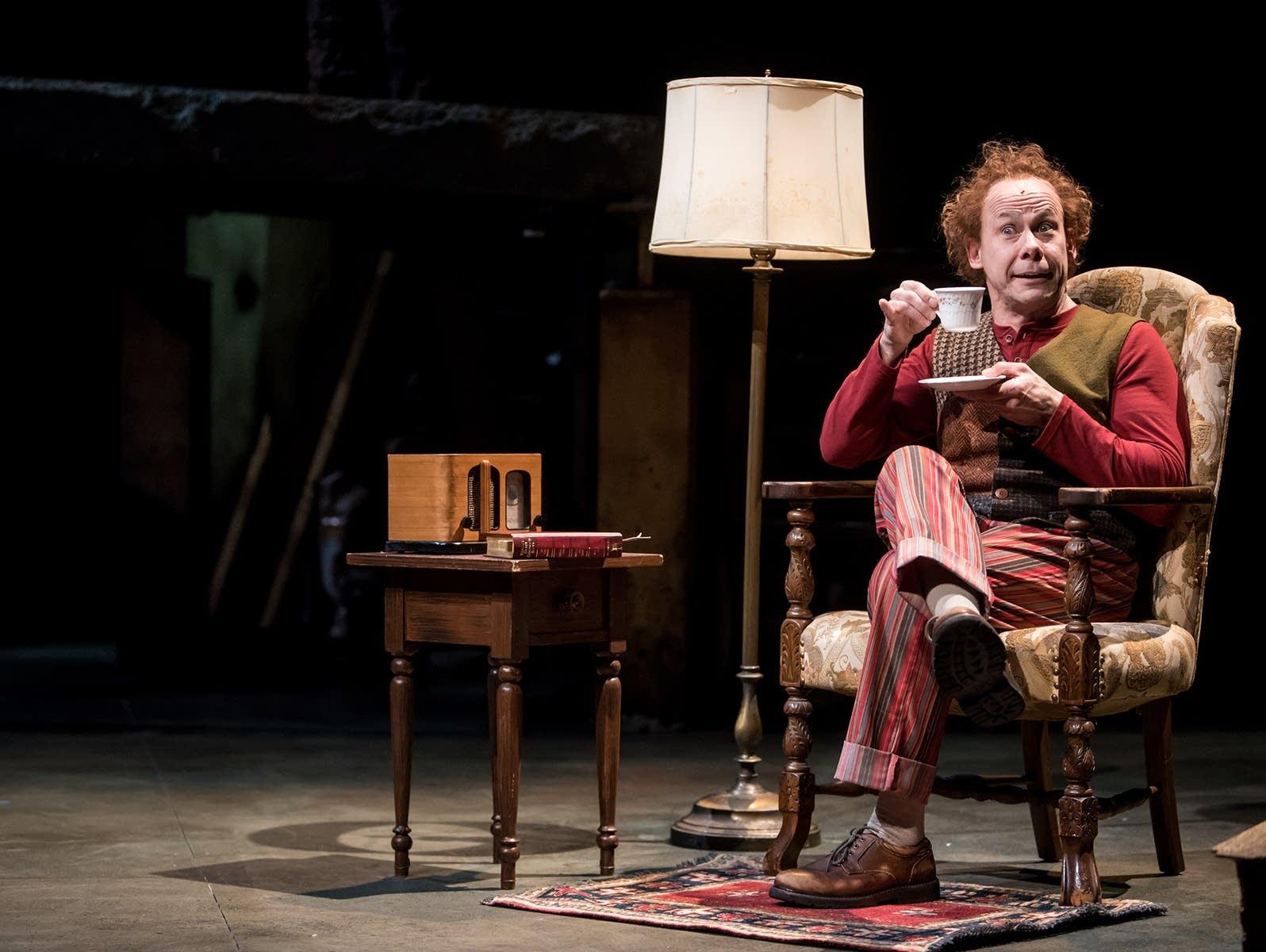 Actor Dean Holt as Bilbo Baggins in