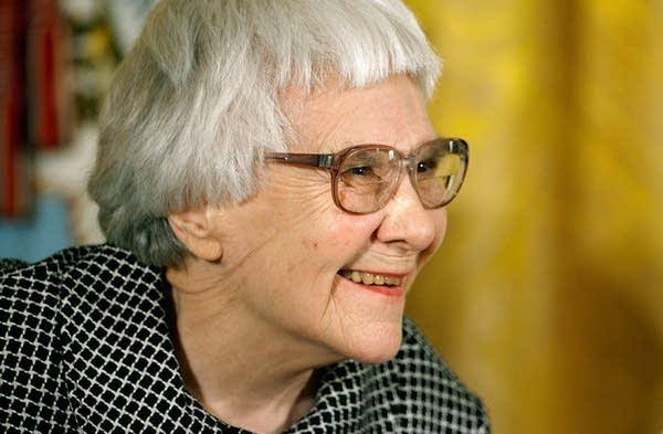 Harper Lee receives Presidential Medal of Freedom