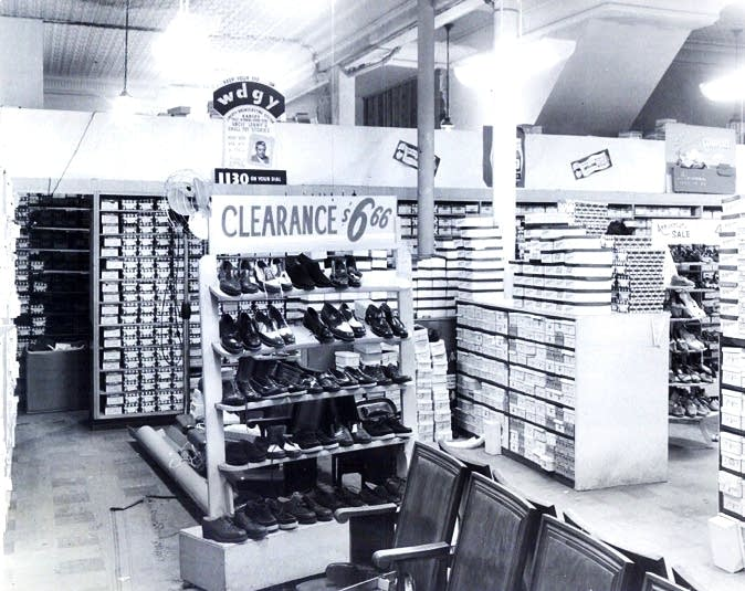 e5350ac53cb1 No place like this   Love can t save Roberts Shoe Store