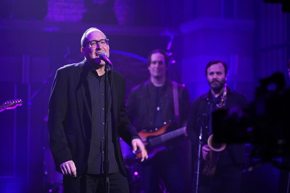 Craig Finn performs on 'Late Night with Seth Meyers'