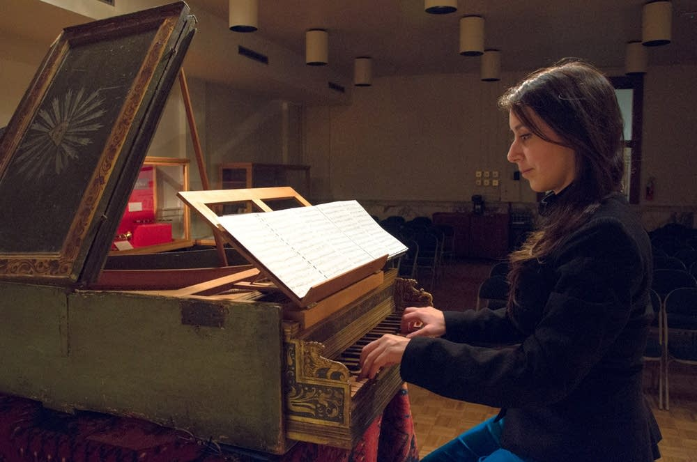 Catalina Vicens plays the ca. 1530 harpsichord