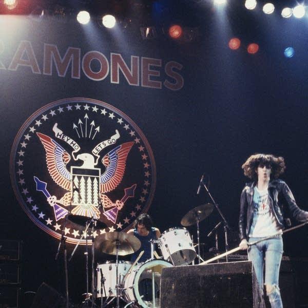 Yeah Yeah Yeahs v Ramones: Match #33